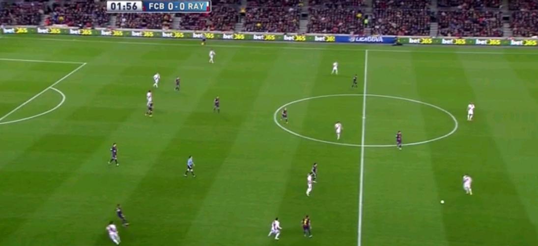 Jaja, Barcelona presste auch ganz interessant. Sie standen manchmal in einem 4-1-4-1, das zu einem 4-1-3-2 wurde, formierten sich aber gleichzeitig öfters in einem 4-4-1-1/4-4-2 oder gar einem 4-3-3. Das übliche geniale Pressing, welches in den letzten Wochen so unüblich geworden war.
