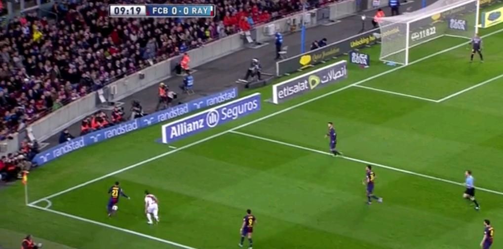 Rayo spielte auch mit Gegenpressing. Hier eine beispielhafte Szene, wieso das gegen die Katalanen sehr schön funktionieren kann. In diesem Bild gibt es den Ballverlust Rayos.