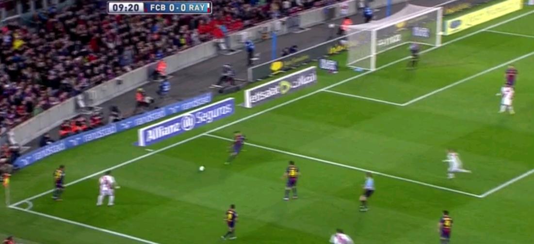 Jetzt will Barcelona sich spielerisch befreien. Schön zu sehen, dass die zwei Rayo-Spieler sofort reagieren...