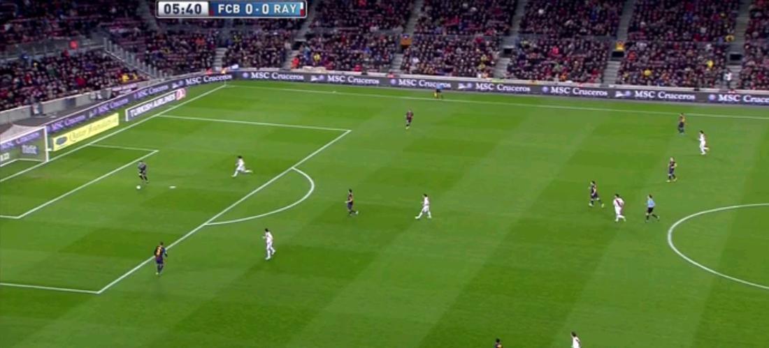 Pique erhielt zwar den Ball, konnte sich aber nicht drehen und spielte ihn zurück. Busquets wollte Pinto helfen, wurde aber auch gedeckt. Es folgt ein langer Ball vom Torhüter des FC Barcelona, Ballbesitz für Rayo.