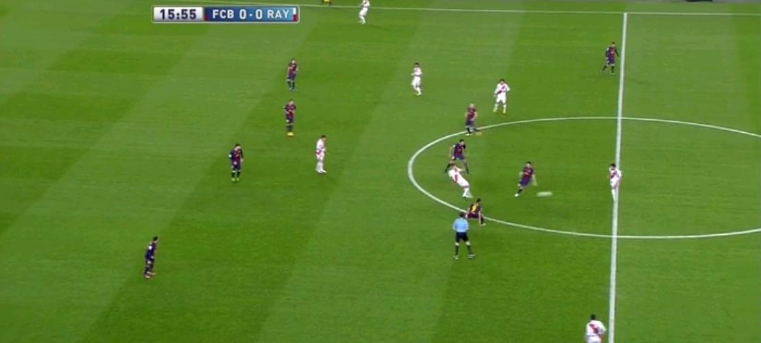 Die Antwort findet man hier. Barcelona versuchte natürlich den Ball zu erobern und presste rückwärts von vorne und rückte von hinten heraus. Dadurch wurden sie aber zurückgedrängt.