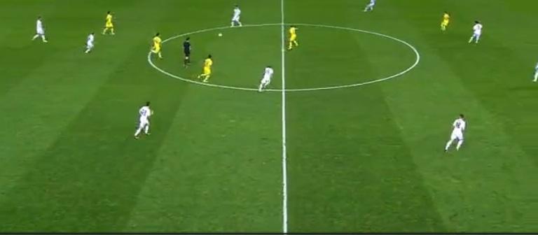 Beim Umschalten auf die Defensive hielt Real selten die nötige Kompaktheit. Die Abwehrreihe stand zu tief, die Sechser zu hoch. Villareal konnte sich immer wieder durchs Zentrum in gefährliche Räume kombinieren.