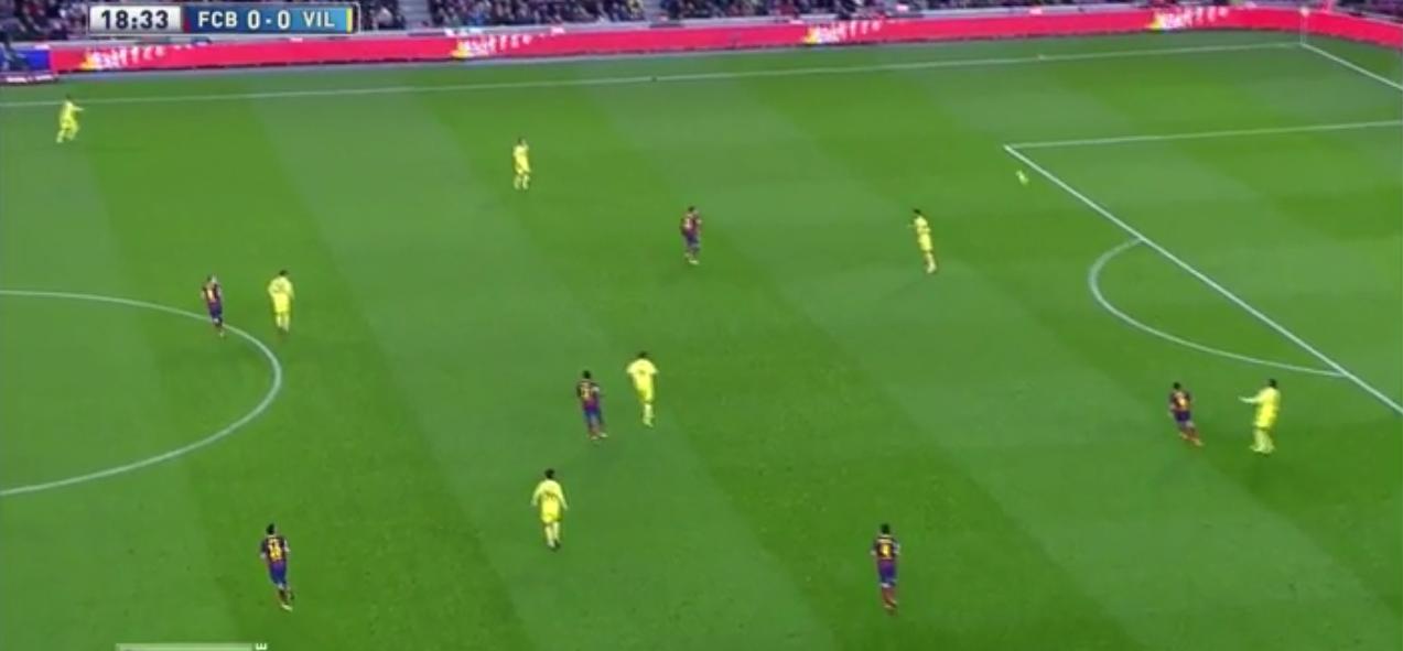 Hier ist Neymar etwas eingerückt im Pressing und steht zentral. Schon kurz darauf ...