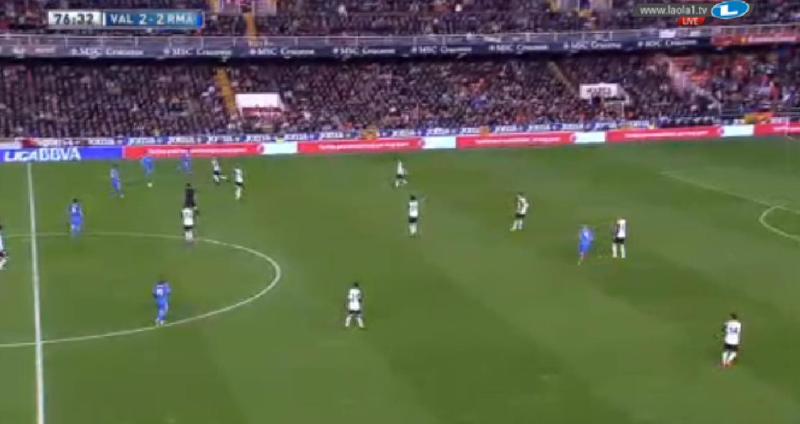 Valencias 4-1-4-1 durch den tiefen Canales und mannorientiert aufgerückten Sechser
