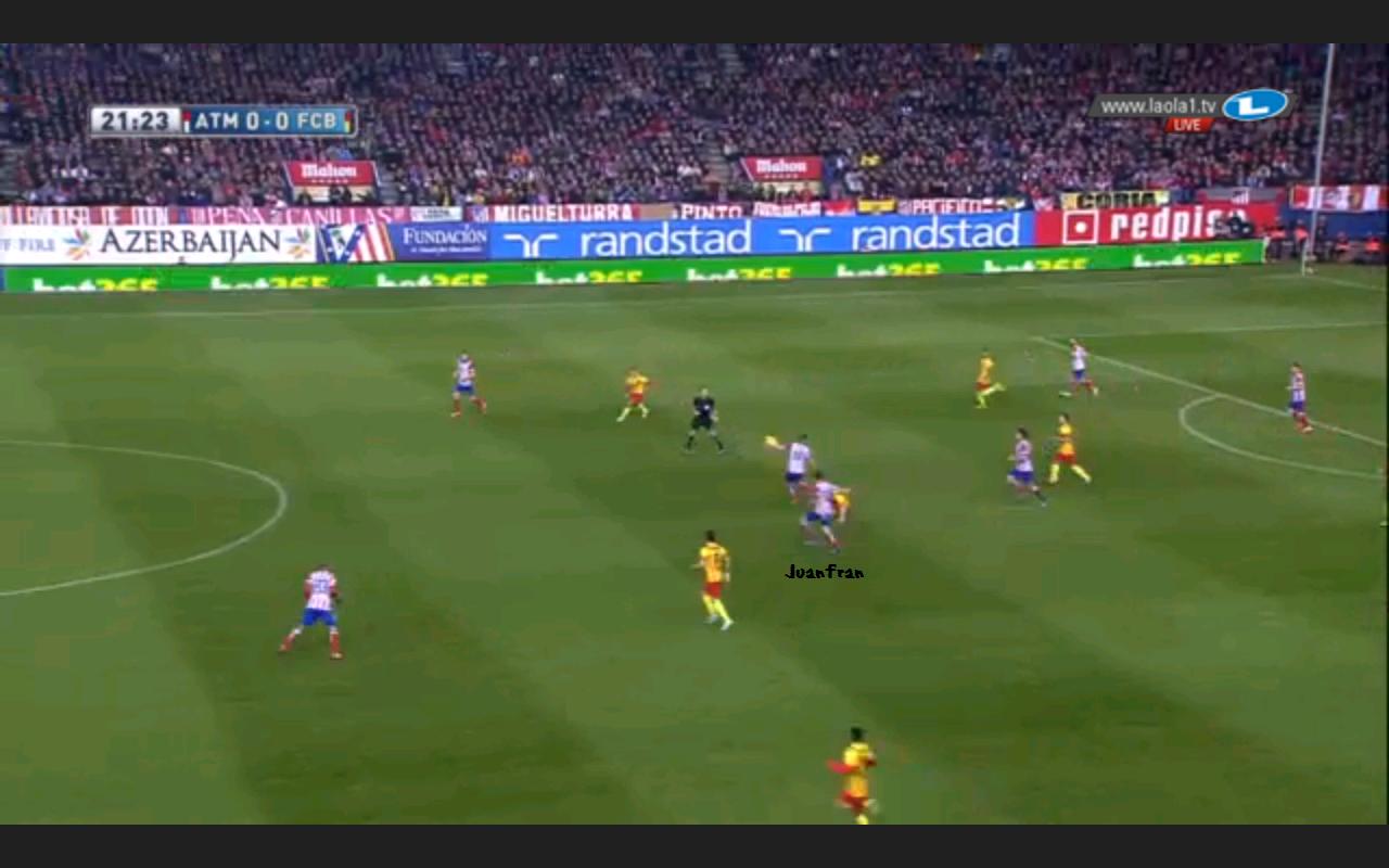 Weit eingerückter Außenverteidiger Atléticos im Gegenpressing