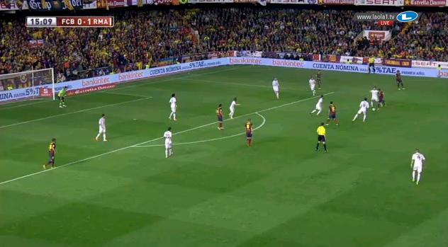 Real spielte nun im Abwehrpressing, Benzema und Bale unterstützen situativ, so wie Bale hier.