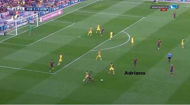 Die Bewegung auf links mit dem engen Adriano.