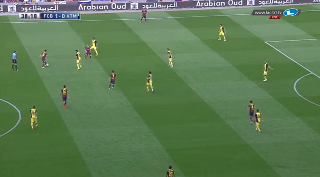 Cesc rückt nach vorne auf, Pedro lässt sich zentral zurückfallen und Messi sucht die Nähe zu Iniesta.