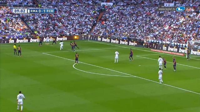 Man stelle sich vor: Benzema orientiert sich zum Ball und es kommt ein gechippter Ball knapp vor Cristiano. Ob Mascherano wirklich konstant in einem Zweikampf eher am Ball sein dürfte? Und ob man wirklich so eng an Cristiano dranstehen muss?