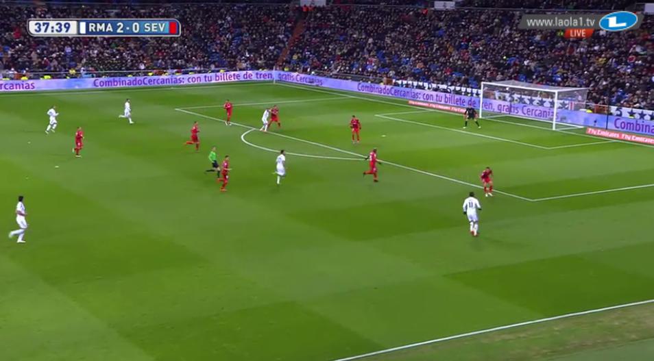 Bale als Rechtsaußen.