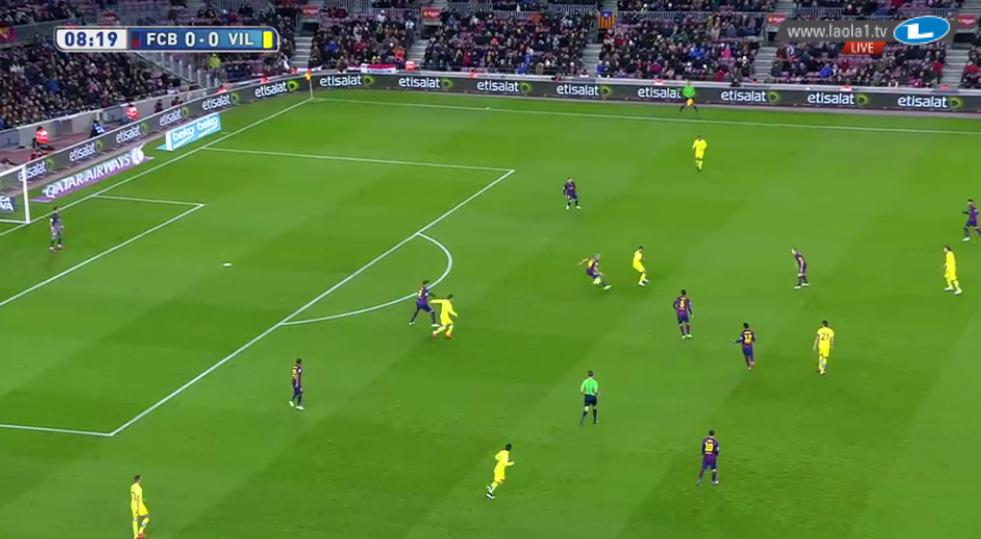 Villarreals nicht akzeptiertes Breitegeben. Barcelonas 4-1-4-1 fokussiert sich auf die Mitte.