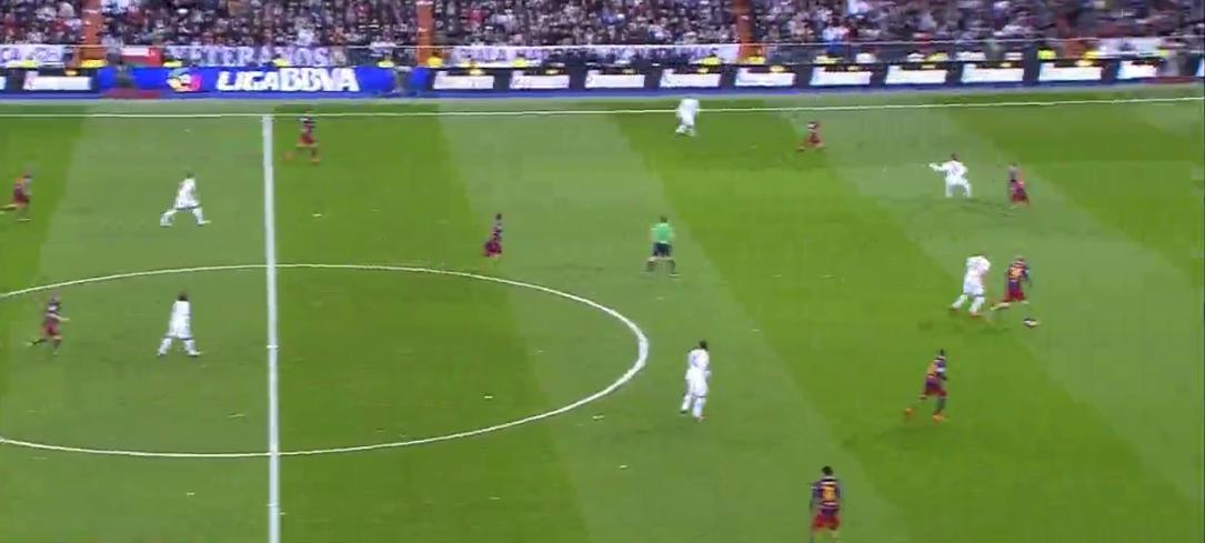 Weder steht Real passend für das Offensivspiel noch verteidigt Barcelona das auf höchstem Niveau.
