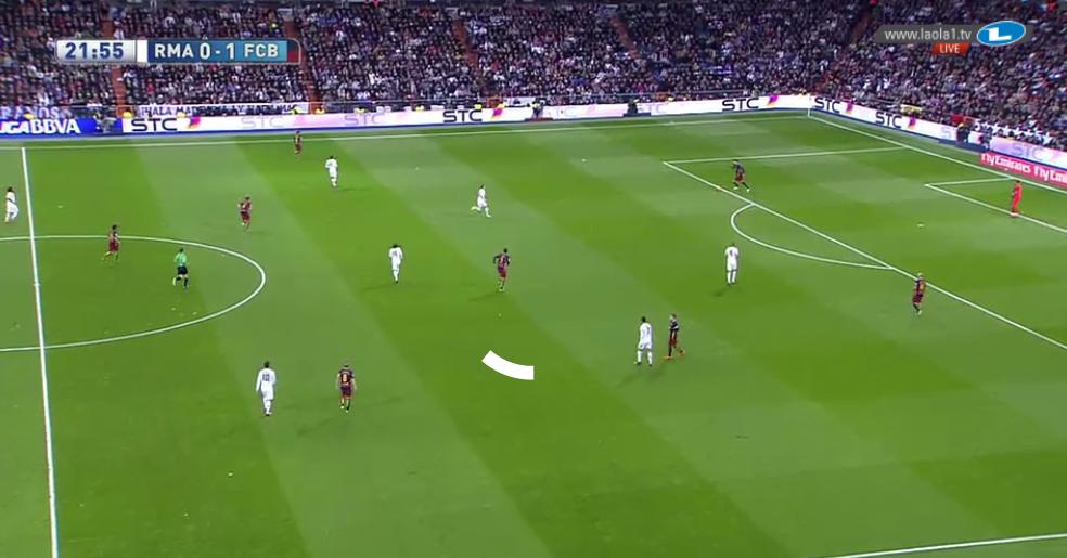 ... im hohen Pressing zu einer Art 4-1-3-2, in welchem Barcelona sehr gut die offenen Räume hinter der offensiven Dreierreihe besetzte.