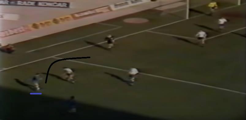 In diesem Spiel eigentlich als rechter Außenspieler, tauchte hier Brucic auf links auf. Mit einer Croqueta geht er am Gegner vorbei, zieht in die Mitte und macht einen fast-boatengesken (Wie viele Bundesligaspielervergleiche schaffe ich noch?) Laserpass mit links auf den freien Kranjcar vor dem Tor. Die Betonung liegt auf Tooooor.