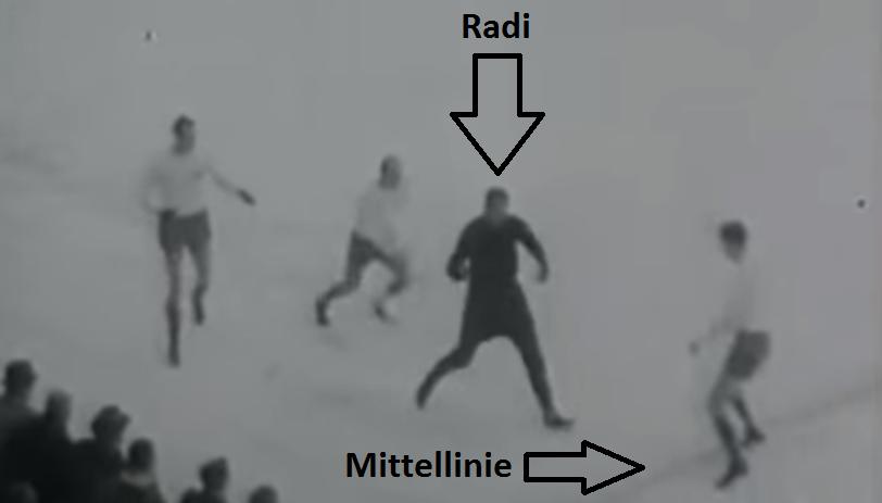 Nadelspieler und Torhüter: Eine seltene MIschung. Radi unter Dreifachbeschuss.