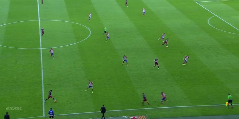 Iniesta agiert in dieser Situation einmal mehr im Sechserraum, während Rakitic nach vorne rückt.
