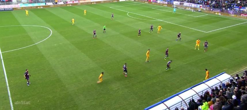 Messi spielt in dieser Situation in den Lauf Suarez',